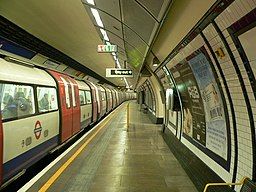 Borough tube station - Northbound platform 2005-11-27