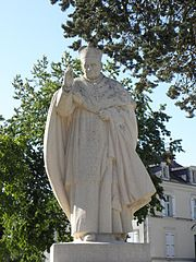 statue du cardinal Suhard