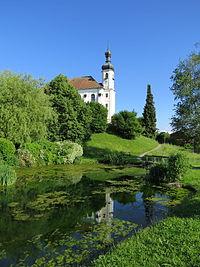 Breitbrunn a Ch - Kirche v NW, Dorfweiher.JPG