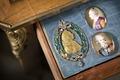 Broscher. Miniatyrporträtt av Gustaf III och Katarina den stora. Medalj, Gustaf III - Skoklosters slott - 86247.tif