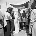 Bruidspaar onder een 'choepa', het baldakijn waaronder de huwelijksvoltrekking p, Bestanddeelnr 255-0285.jpg