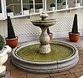Brunnen Wohnstift am Entenbach Falkenstr München.jpg