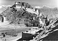 Bundesarchiv Bild 135-KA-07-002, Tibetexpedition, Potala.jpg