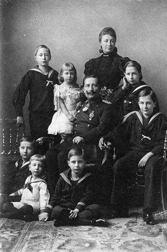 Demographics of Germany - Kaiser Wilhelm II with his nuclear family in 1896, with an average family size of the moment.