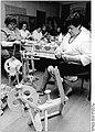 Bundesarchiv Bild 183-1989-0208-007, Langen Jarchow, Handarbeitsgruppe.jpg