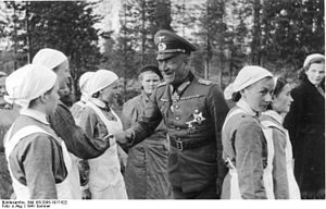 Lottas with a German officer