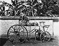 COLLECTIE TROPENMUSEUM Staatsierijtuig van het paleis Kanoeman te Cirebon TMnr 60027191.jpg