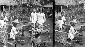 Wonosobo Regency - Women batiking in the Wonosobo (early 20th century)