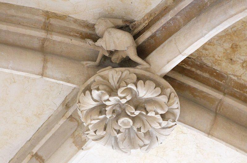 File:Caen église de la Trinité clé de voûte.JPG