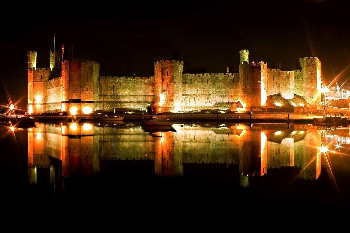 ou suis je Martin 24 septembre trouvé par Martine 1200px-Caernarfon_castle_relection