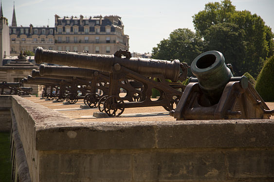 Cannons in Paris 2.jpg