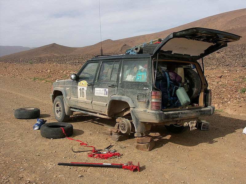 File:Car wheel change in desert.jpg