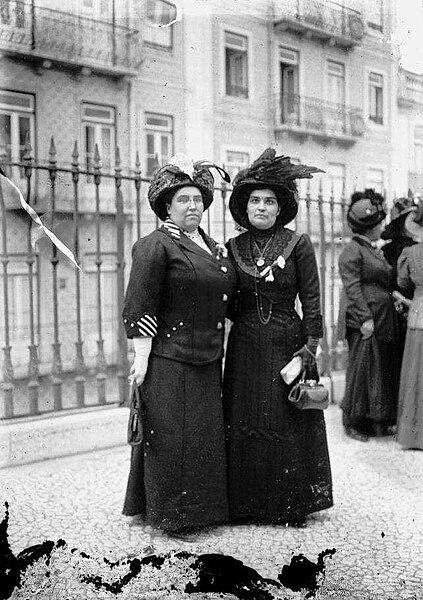 Ficheiro:Carolina Beatriz Ângelo e Ana de Castro Osório.jpg