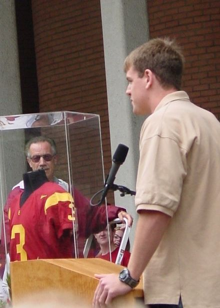 Palmer and his retired #3 jersey at USC CarsonPalmer.JPG