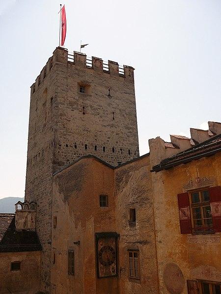 File:Castello Brunico - Torre.JPG