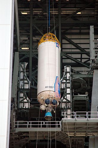 Centaur (rocket stage) - A single-engine Centaur, being raised for mating to an Atlas V rocket