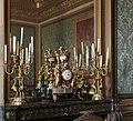 Château de Versailles, salon des nobles, garniture de cheminée (gde pendule « aux chameaux », candélabres « aux grues »), François Rémond, Jarossay.jpg