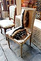 Chaise artisanale coupée laissant voir son intérieur, Passage du Chantier, onzième arrondissement de Paris, France 02.jpg