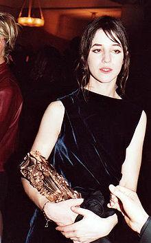 Charlotte Gainsbourg con il Premio César che ha vinto nel 2000