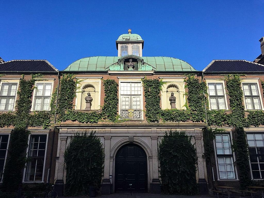 Charlottenborg - facade.jpg