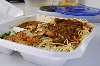 Somali cuisine - Baasto (pasta) made of spaghetti and digaag (chicken) take-out from a Somali restaurant