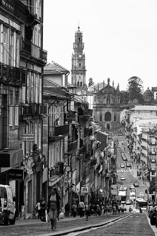 Rua de 31 de Janeiro dans le quartier de Baixa à Porto - Photo de AwOiSoAk KaOsIoWa
