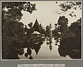Collectie NMvWereldculturen, RV-A106-1-2, Foto- 'De heilige visvijver Soengei Taloek in Fort de Kock aan Sumatra's Westkust', fotograaf C.B. Nieuwenhuis, ca. 1918.jpg