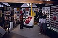 Collectie NMvWereldculturen, TM-20019434, Dia- Eén van de tentoonstellingsgebouwtjes op het Monasterrein in Jogjakarta., Henk van Rinsum, 1985.jpg