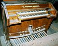 Consola eléctrica del órgano de Santo Domingo = a la de Palacio.jpg