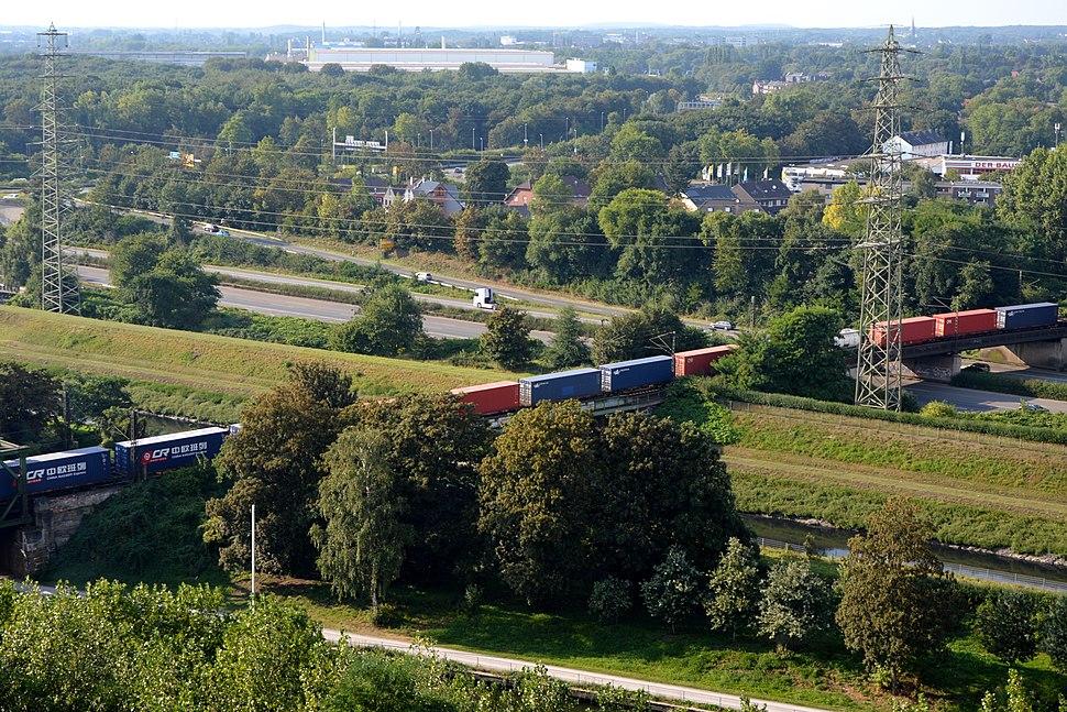 Container train crosses BAB 42