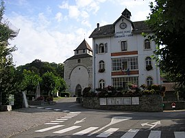 Contamine-sur-Arve mayor's office and church.JPG