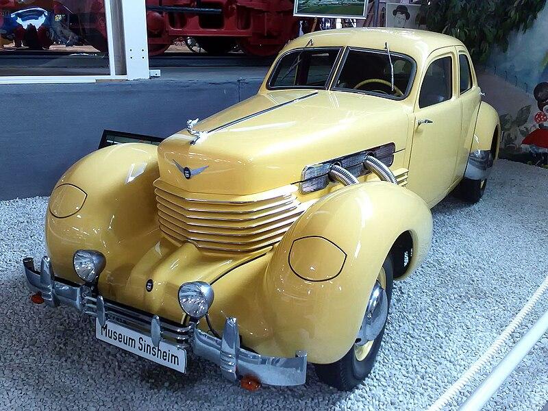 Cord 812 1937.jpg