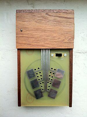 STEIM - Crackle Box