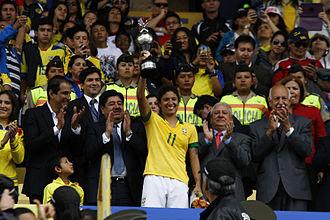 Cristiane Rozeira - Cristiane lifting the 2014 Copa America top scorer trophy