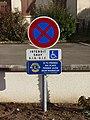 Crouy-sur-Cosson-FR-41-panneau parking handicapés-01.jpg