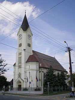 Darnózseli-katolikus templom.jpg