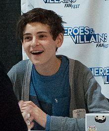 David Mazouz interpreta Bruce Wayne nella serie televisiva Gotham.