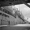 De Sainfoin bij aankomst in Tandjong Priok met aan boord militairen vanuit Malak, Bestanddeelnr 255-8245.jpg