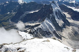 Dent d'Hérens from the Matterhorn.jpg
