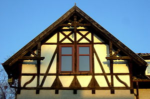 English: Architectural detail of the house at ...