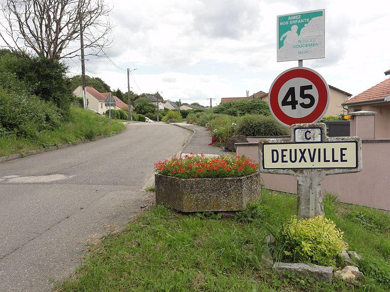 Deuxville (M-et-M) city limit sign