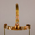 Diadem with two gazelle heads MET 26.8.99 EGDP013732.jpg