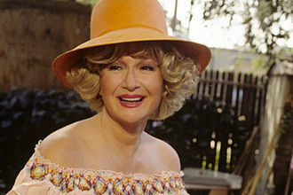 Diane Ladd - Image: Diane Ladd as Lucille