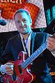 Die!!! Weihnachtsfeier 2013, 416 Der Songwriter, Singer, Gitarrist und hannöversche One-Man-Show Kuersche, hier ehrenamtlich mit Mitgliedern der Band Fury in the Slaughterhouse.jpg