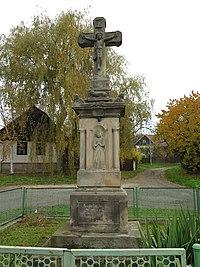 Dolní Rokytňany,sloup se sochou ukřižovaného Krista.jpg