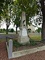 Doux (Ardennes) monument aux morts.JPG