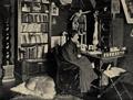 Dr. jur. Anita Augspurg in ihrem Münchener Hause, 1899.png