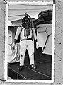 Duikerspak met zuurstof volgepompt aan boord van Hr. Ms. Sumatra, Bestanddeelnr 935-0007.jpg