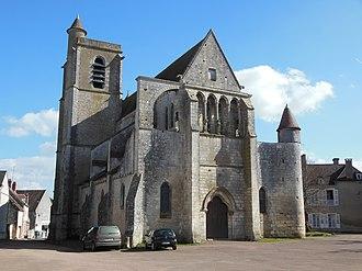 Mailly-le-Château - Image: Eglise Saint Adrien de Mailly le Château