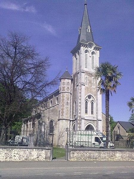 File:Eglise de Soumoulou.jpg